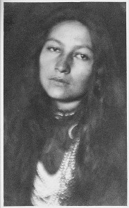 Zitkala-Sa, as photographed by Joseph Keiley in 1901_2